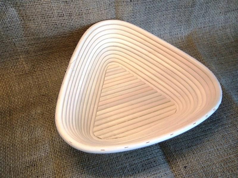 Корзинка для расстойки теста из лозы ротанга треугольная 23х23х8 см - фото 5594